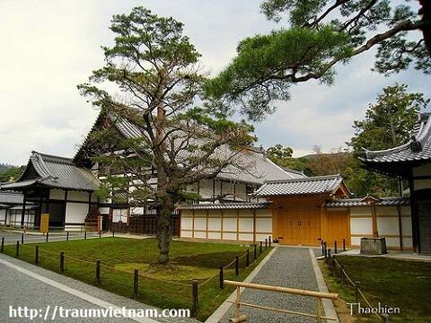 Phong cảnh tuyệt đẹp trong chùa Kinkaku
