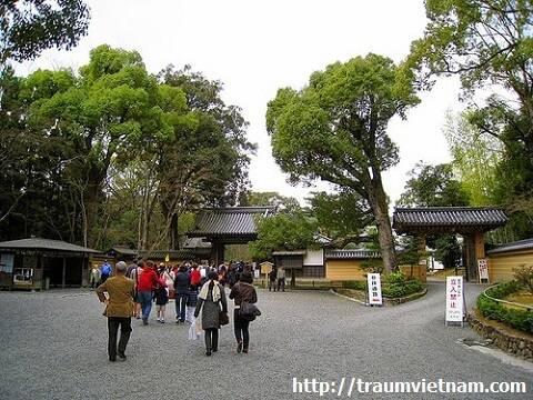 Lối vào chùa Kinkaku