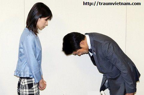 Người Nhật cúi người để chào hoặc xin lỗi