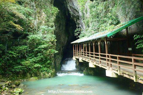 Lối vào hang động Akiyoshido