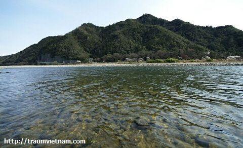 Núi Kinka với lâu đài Gifu