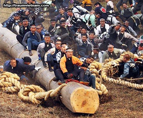 Lễ hội Onbashira - Nagano Japan