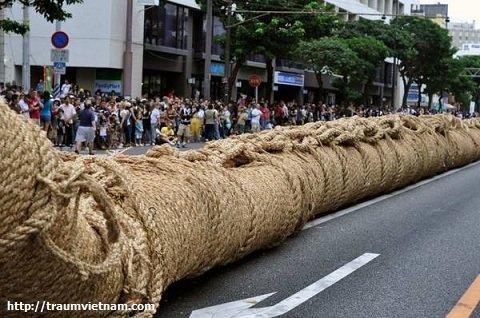 Lễ hội kéo co ở Okinawa