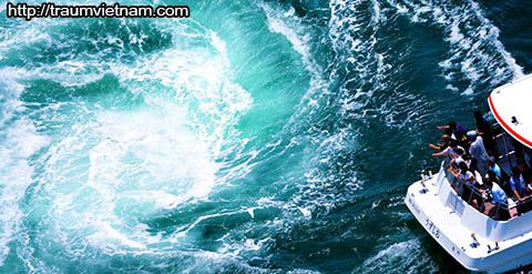 Eo biển Naruto với những xoáy nước tuyệt vời