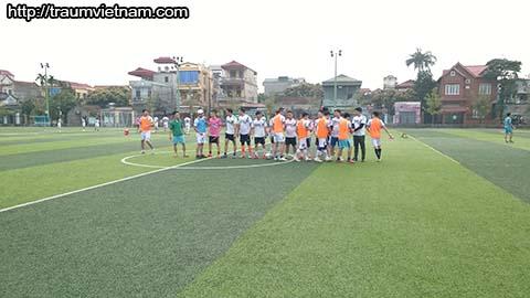 Hai đội bắt tay chuẩn bị vào hiệp 1
