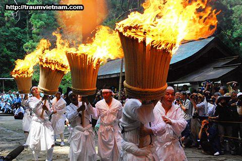 Lễ hội lửa Nachi